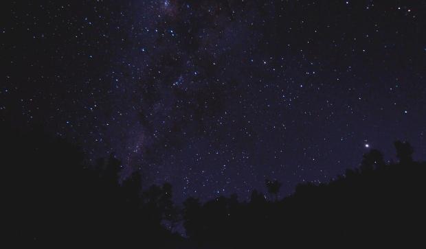 purple and dark night sky with many stars